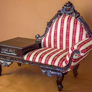 Canapea cu masuta pentru telefon
